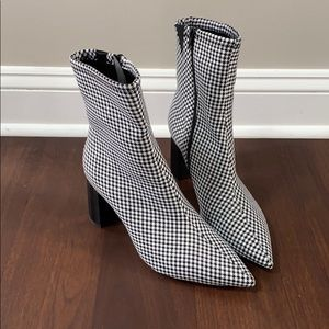 NWOT Brand New jeffrey campbell Booties